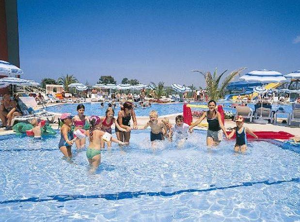 В_бассейне_отеля_Aydinbey_Famous_Resort_Белек