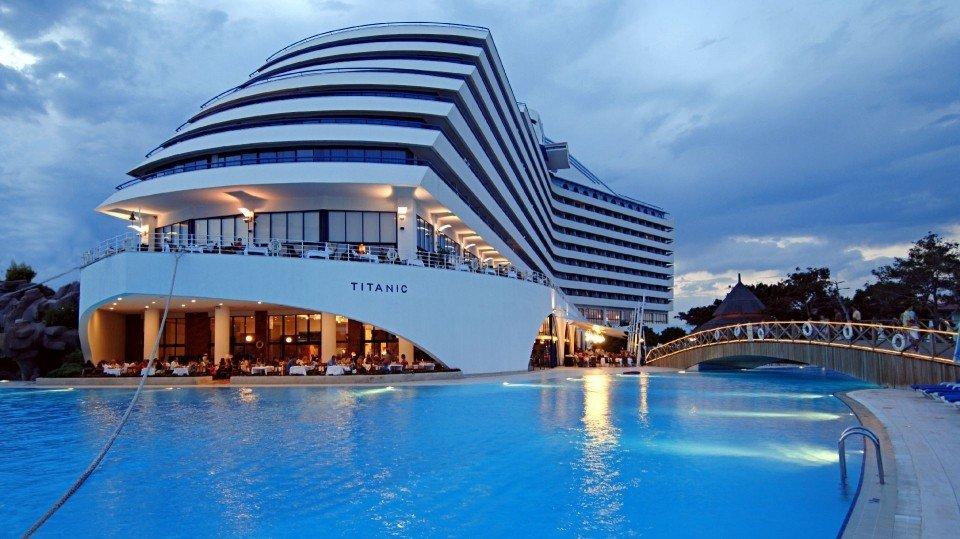 titanic-beach-lara-1432043278